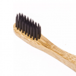 Био-разградима-бамбукова-четка-за-зъби -с-Въглен-за-лек-избелващ-ефект-Nordics-1